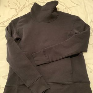 Lululemon black sweatshirt - Size 6